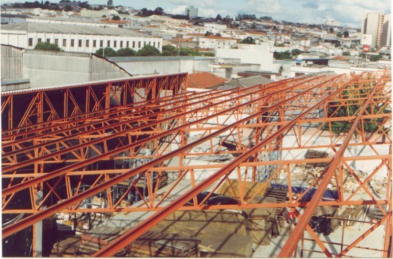 Construção de galpão metálico