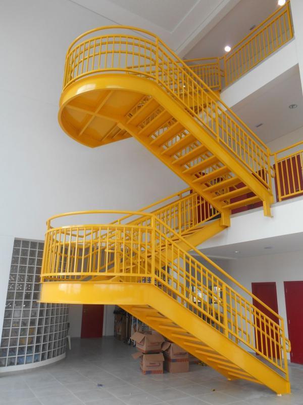 Escada Metálica Astek Engenharia
